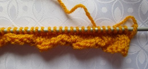 pas à pas de la bordure de torsion au tricot